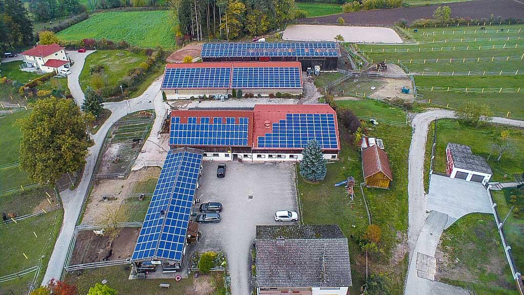 Netzanschluss In Auerbach: Sun Contracting Betreibt 197 KWp Contracting Auf Pferdehof